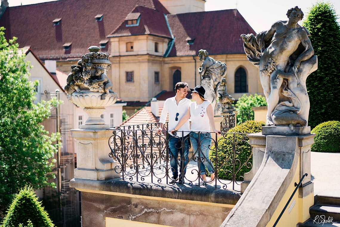 romantic prewedding photography in old Prague