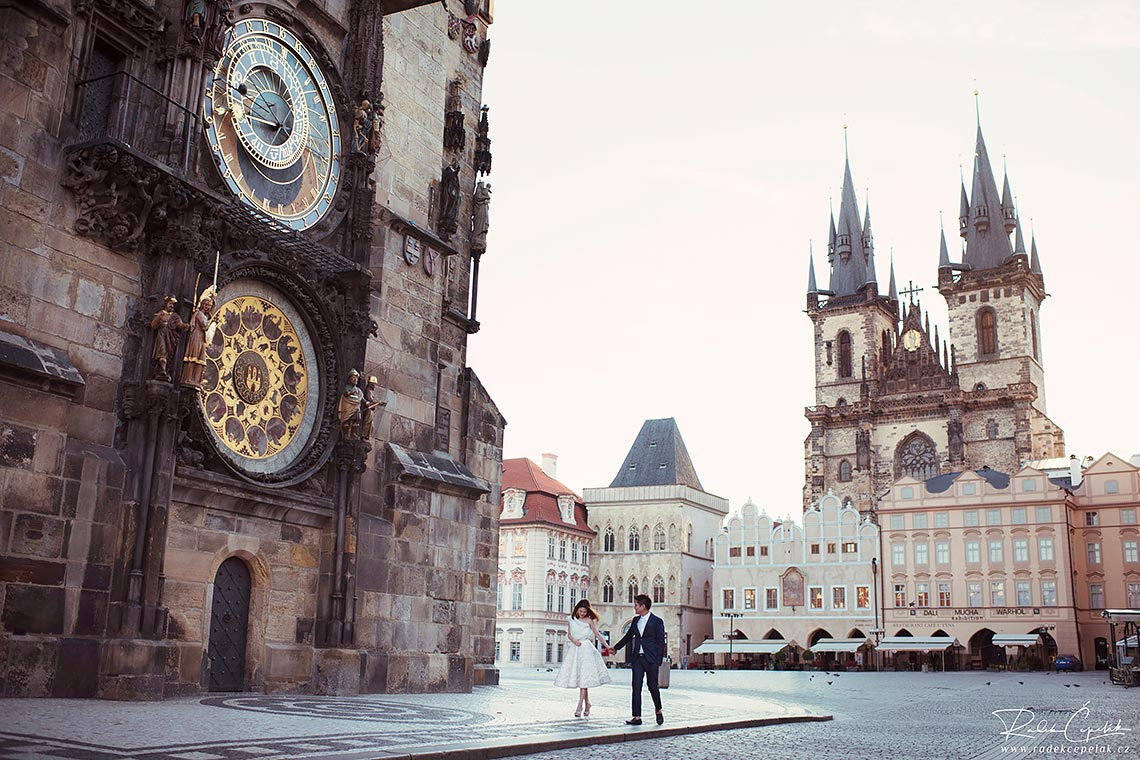 Prague Old town square pre-wedding