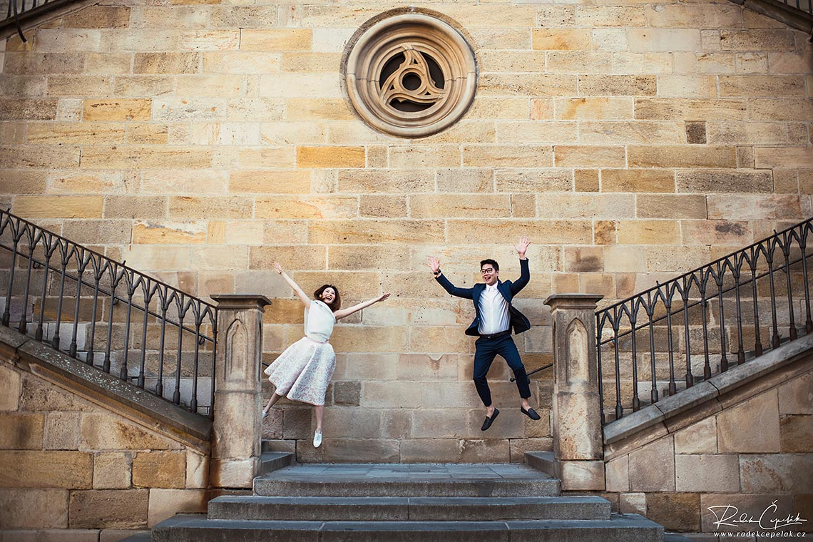 Funny photography of couple on stairs in Prague