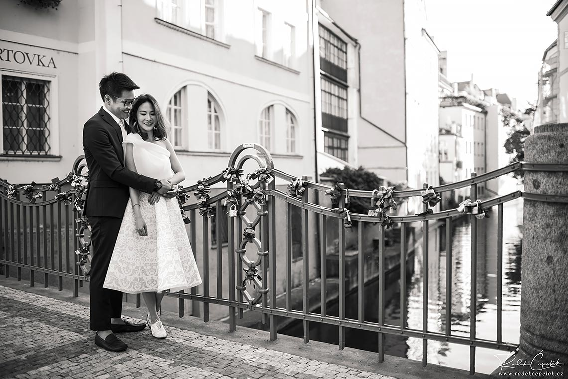 Prague pre-wedding photography river Certovka