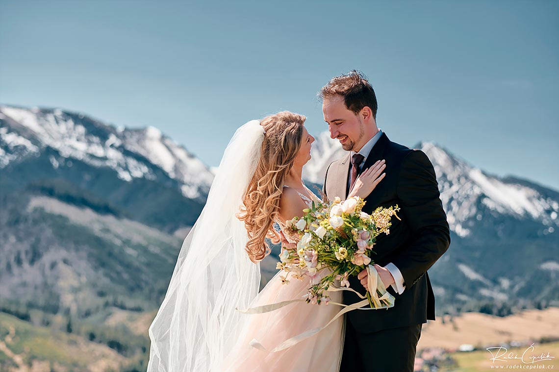 spring wedding photography in the mountains