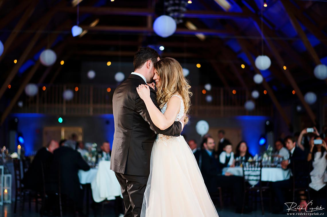 bride and groom the first dance wedding photography