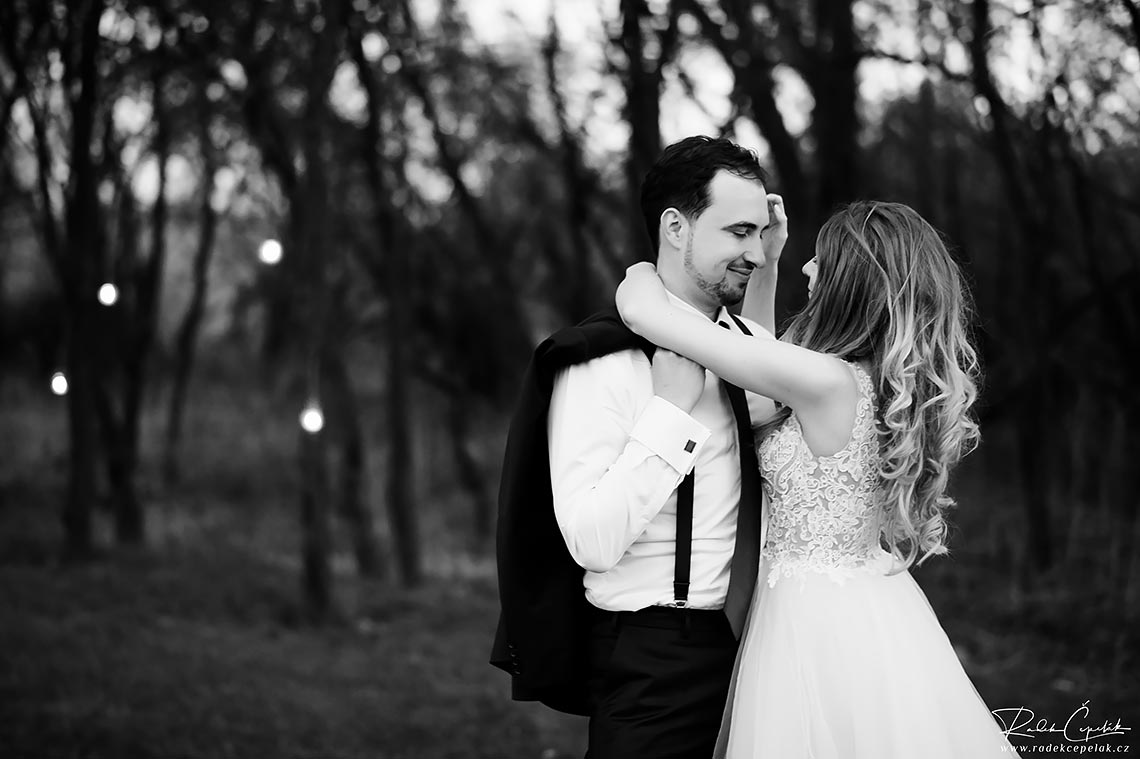 romantic black and white wedding photography