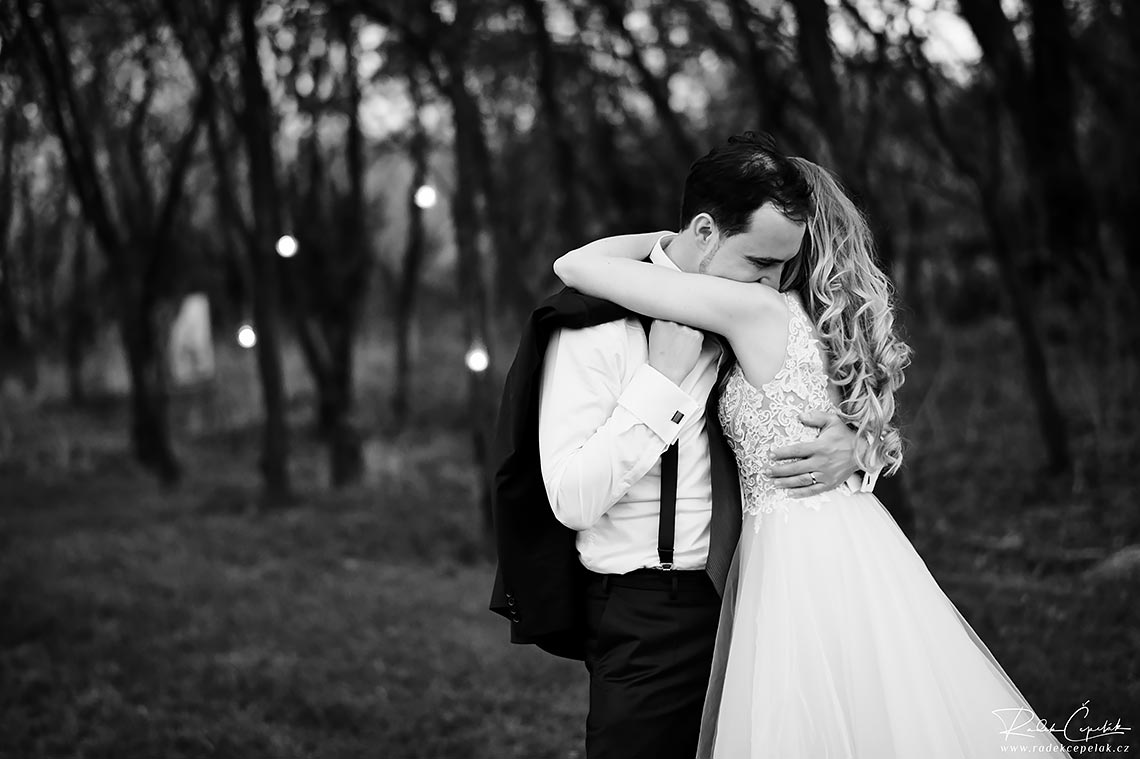 briden and groom in love wedding photography