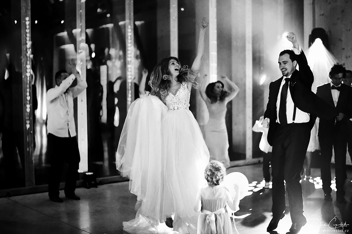 black and white wedding party photography