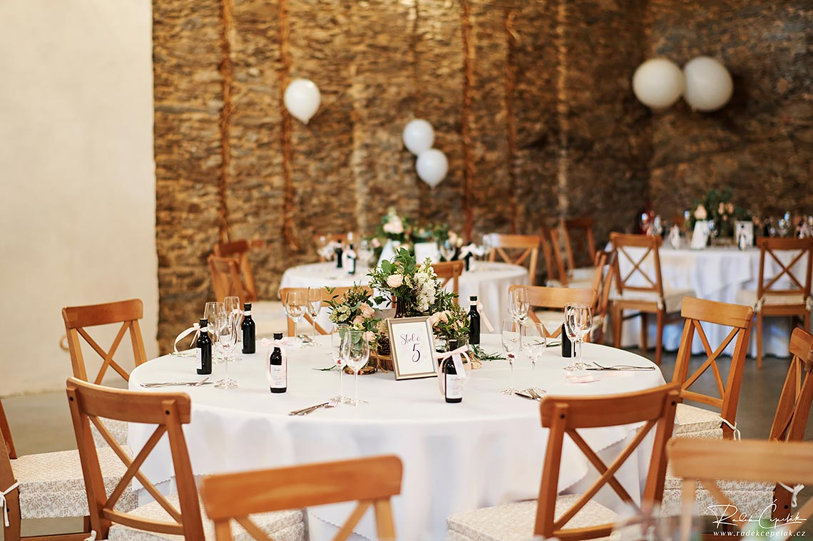 barn wedding table decoration with nature topic