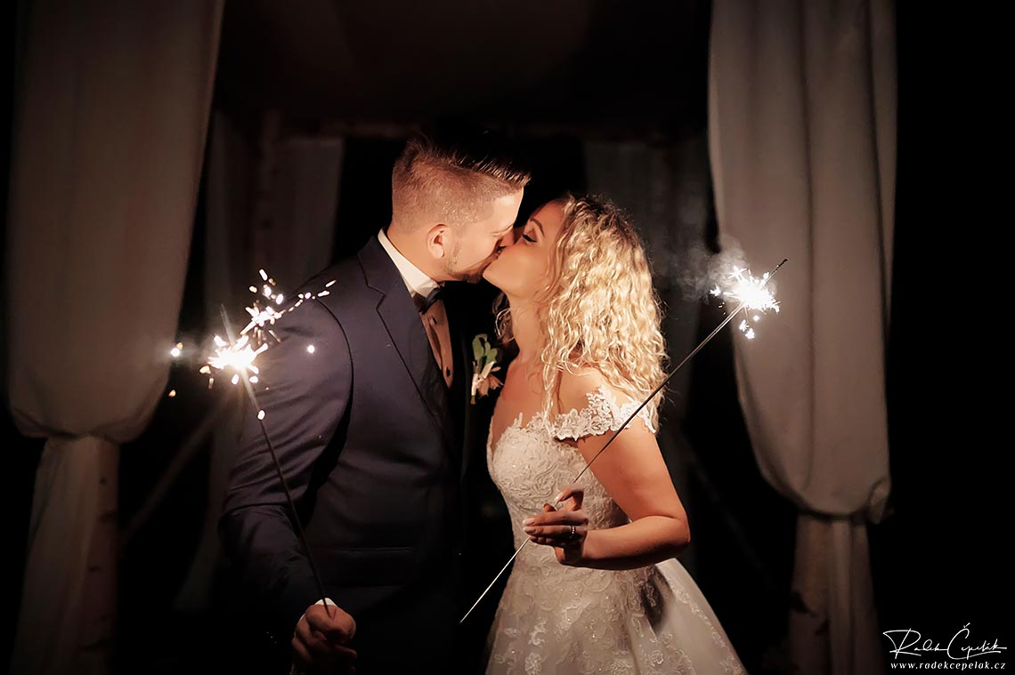 wedding photography at night with sparkles