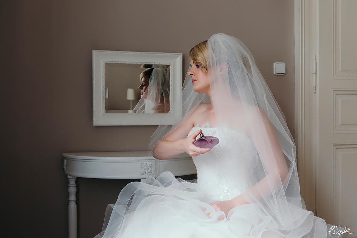 bride portrait with parfume