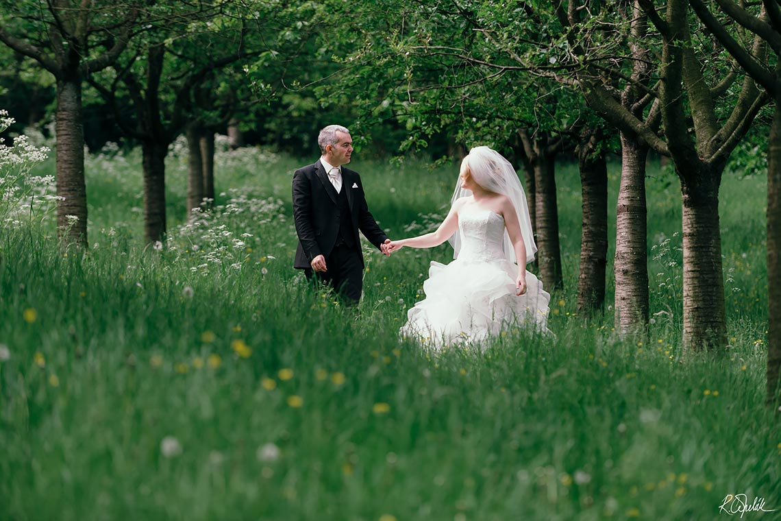 wedding photography at the nature in Prague