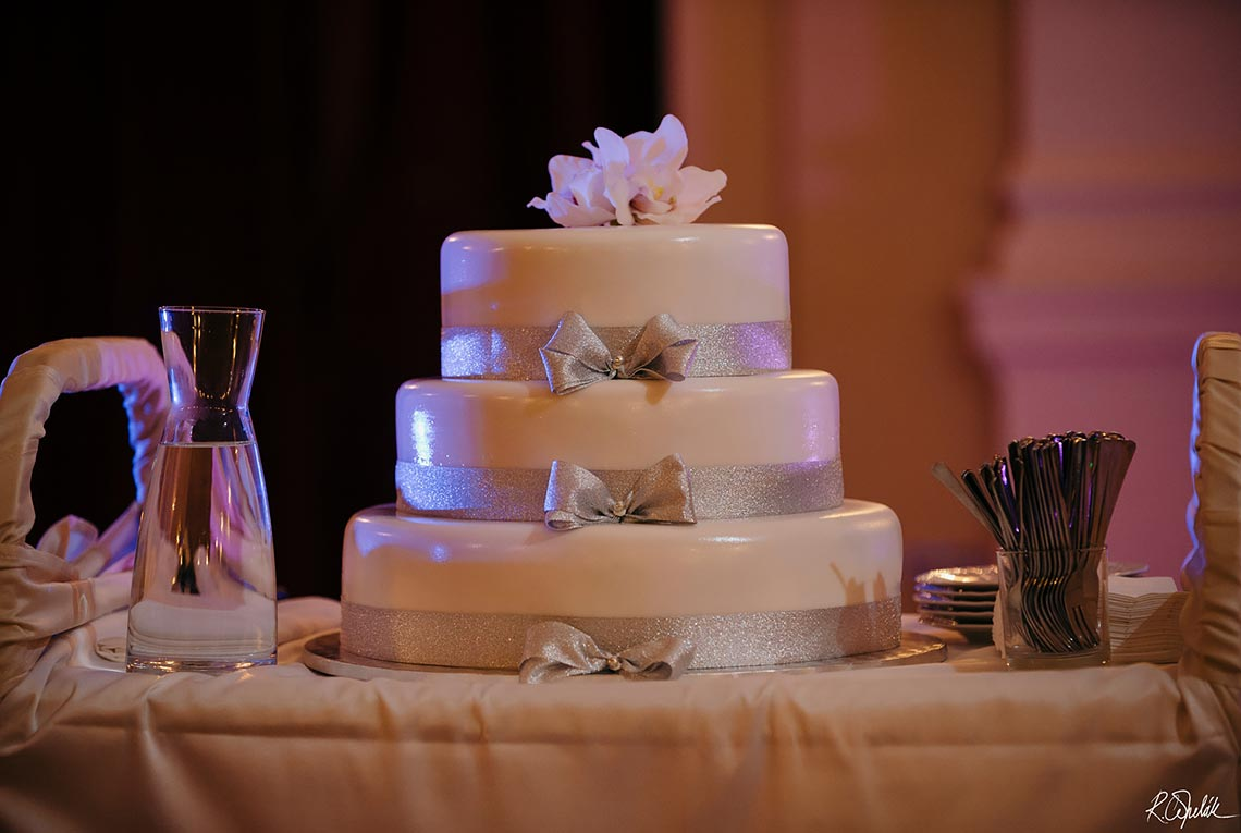 white wedding cake three tier
