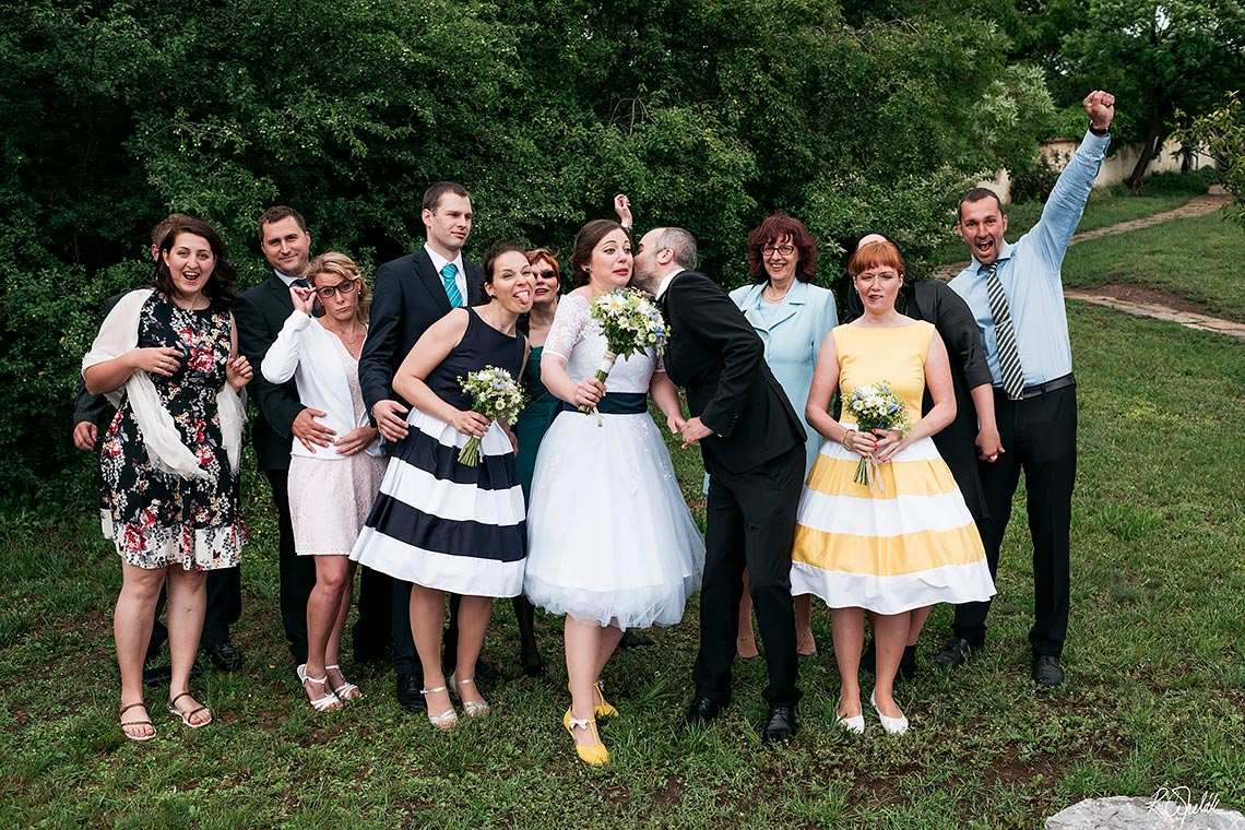 funny group wedding photo