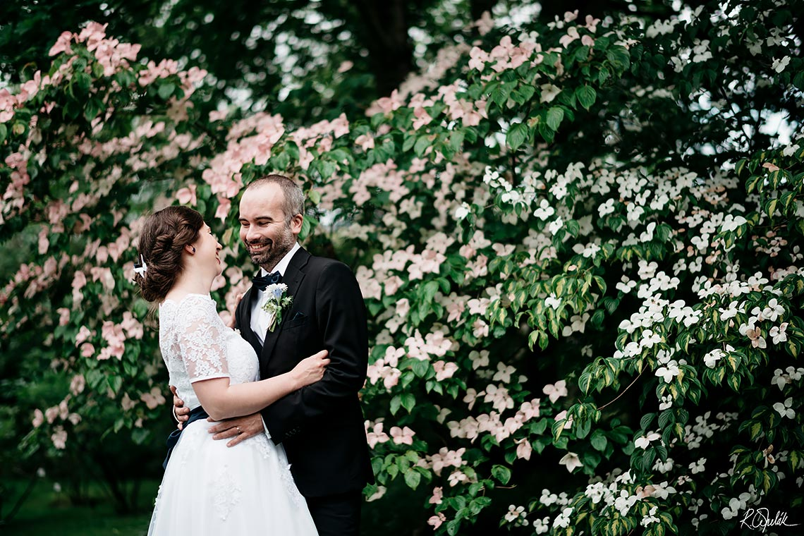 wedding at botanical garden in Prague