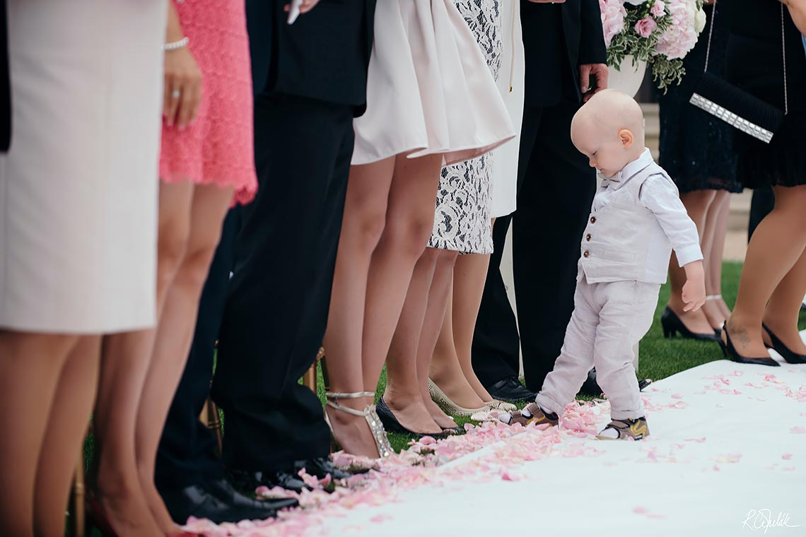 small guest at wedding ceremony