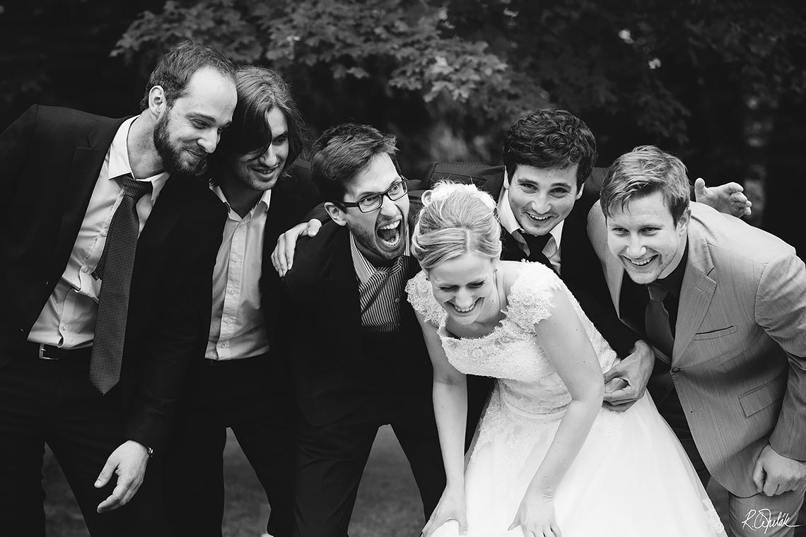funny group wedding photography