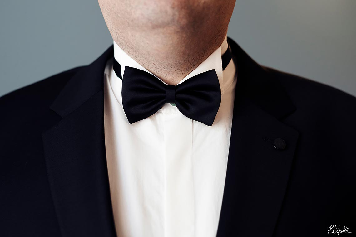 groom detail of bow tie with suite