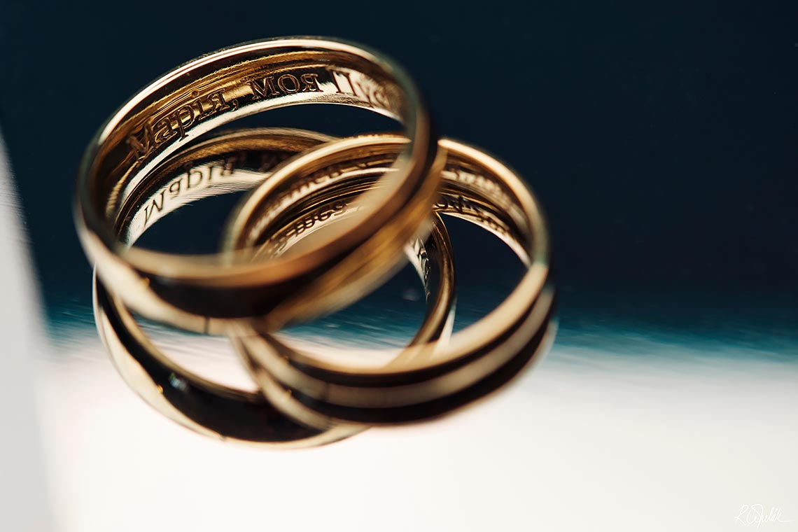 golden wedding bands photography