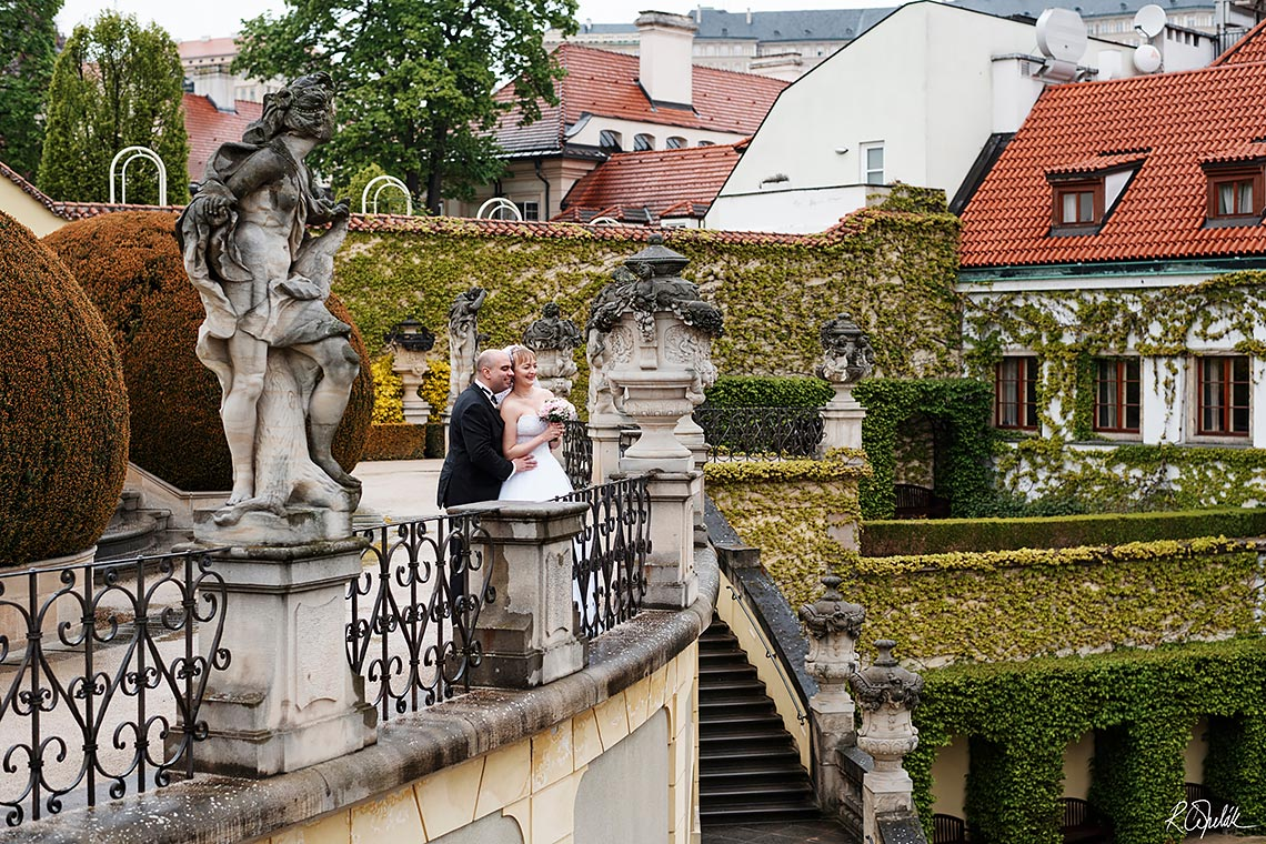 bride and groom in garden in Prague