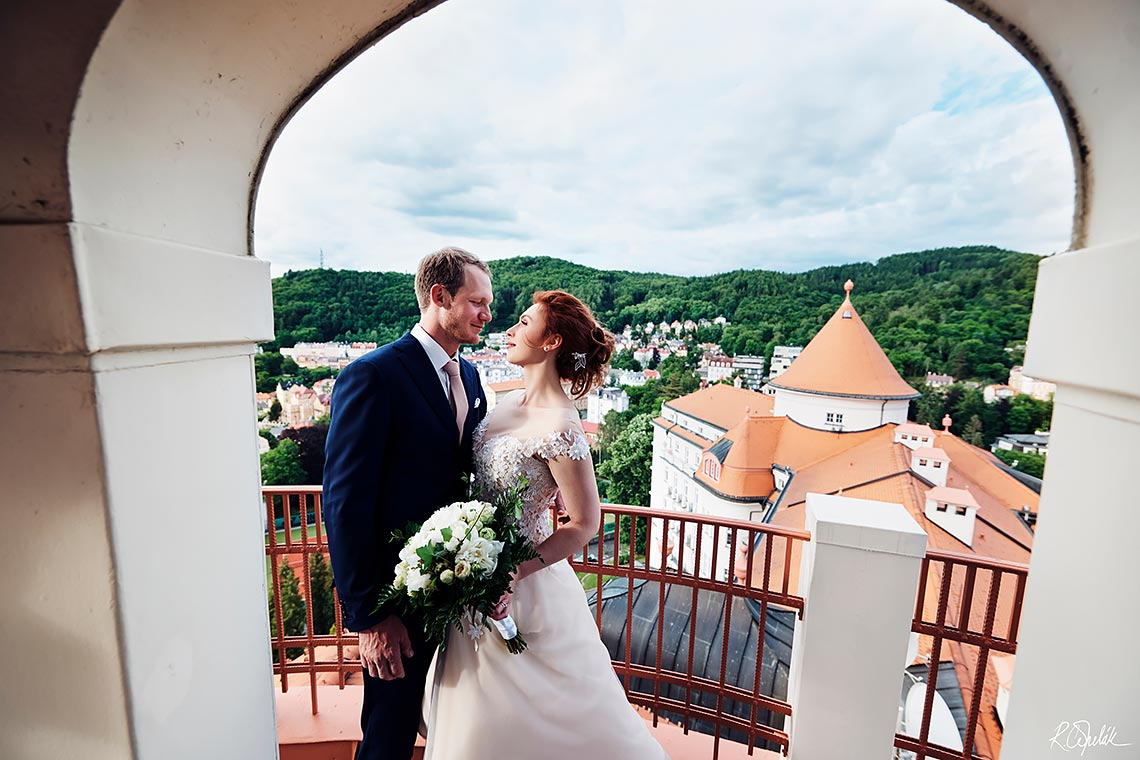 wedding photography at Karlovy Vary roof of hotel Imperial