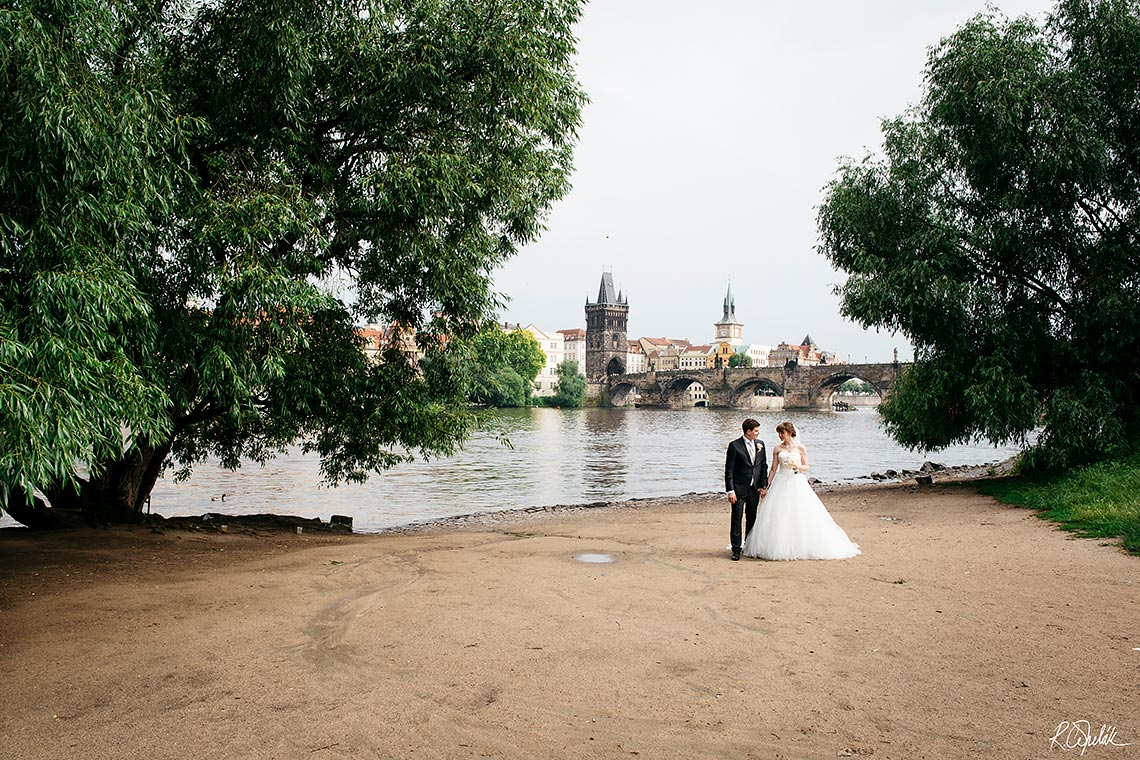 wedding photography astronomical clock in Prague, Old Town Hall