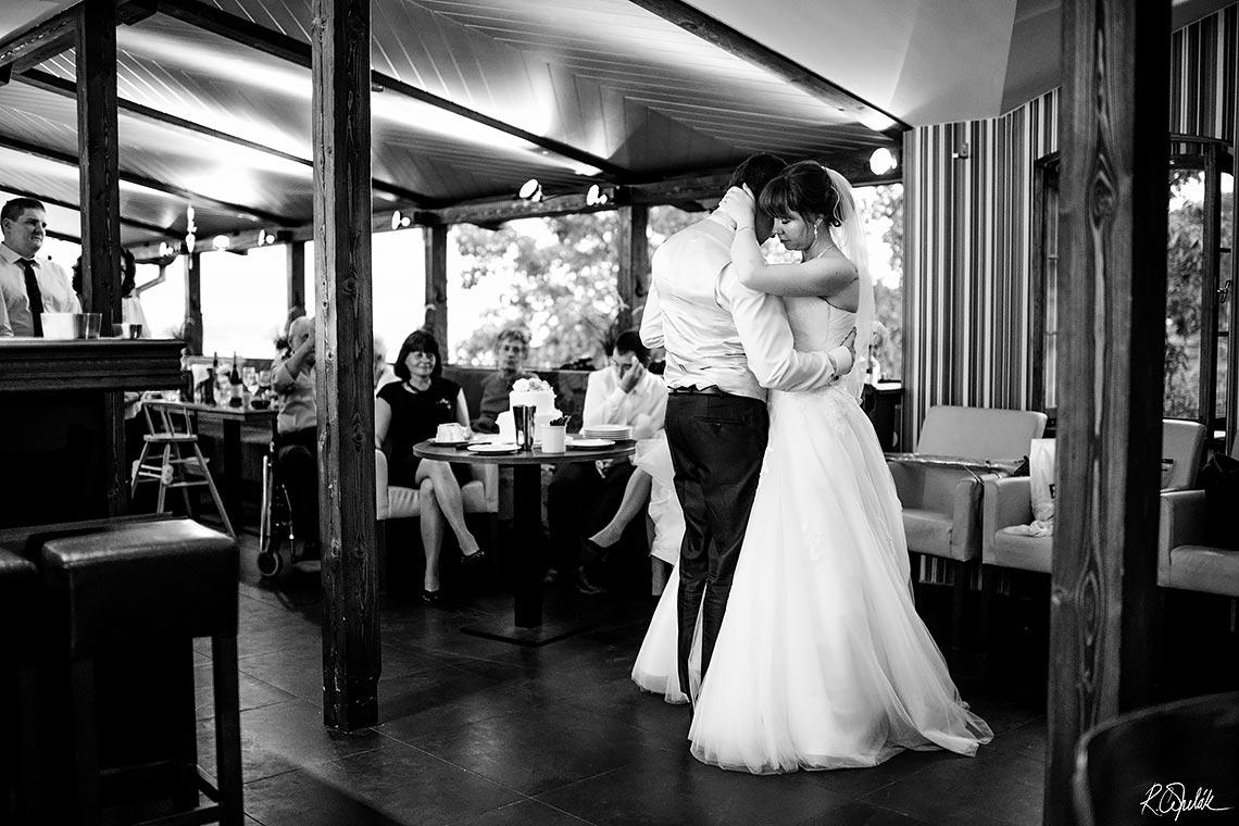 bride and groom first dance in restaurant Host