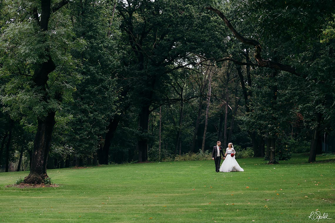 photography of bride and groom, wedding at Chateau st. Havel in Prague