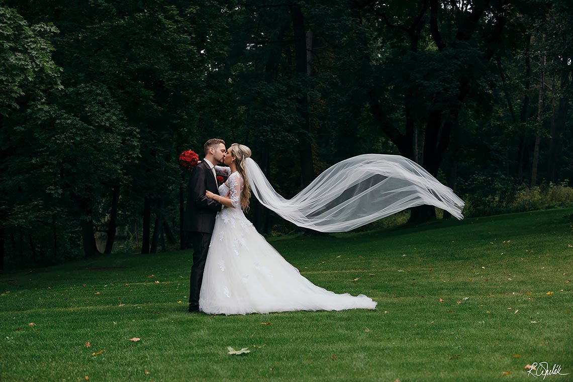 groom and bride with veil, wedding at Chateau st. Havel in Prague